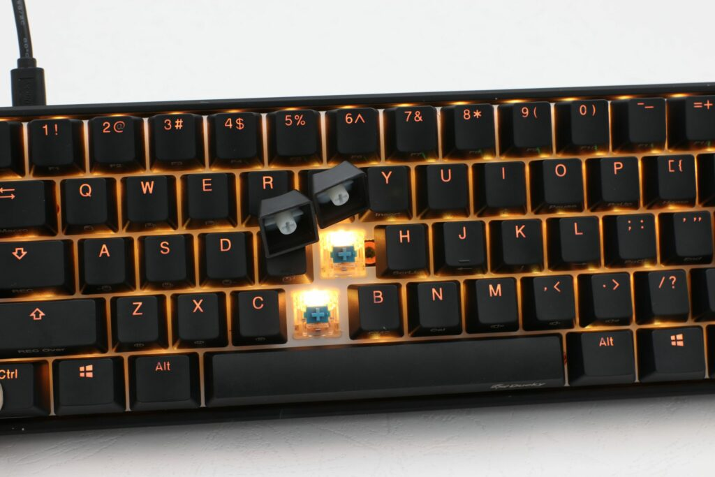 ducky mecha mini gaming keybaord key caps and switches